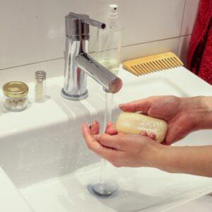 Spalarea minilor cu sapun
